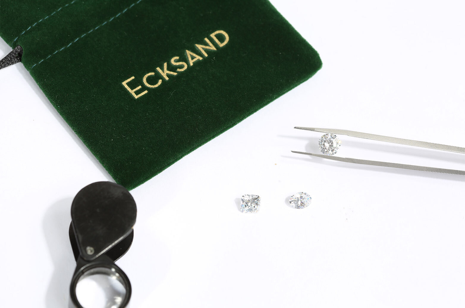 Close-Up Side View of the Ecksand Secret Heart Round Cut Diamond Halo Engagement Ring in White Gold